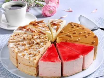 Assortitaart aardbeien, karamel, schwarzwalder kirsch en hazelnoot